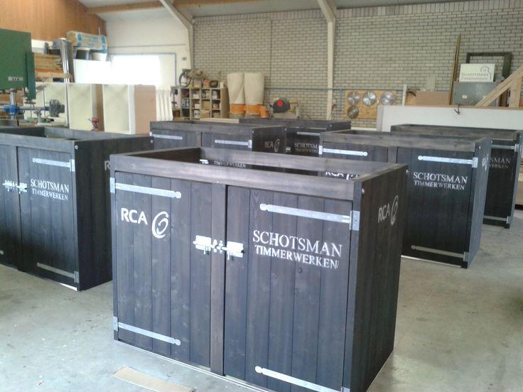 Dubbele container ombouw. Zoals afgebeeld zonder reclame) komt een dubbele container ombouw voor containers van 240 liter op € 465,- (incl. BTW)