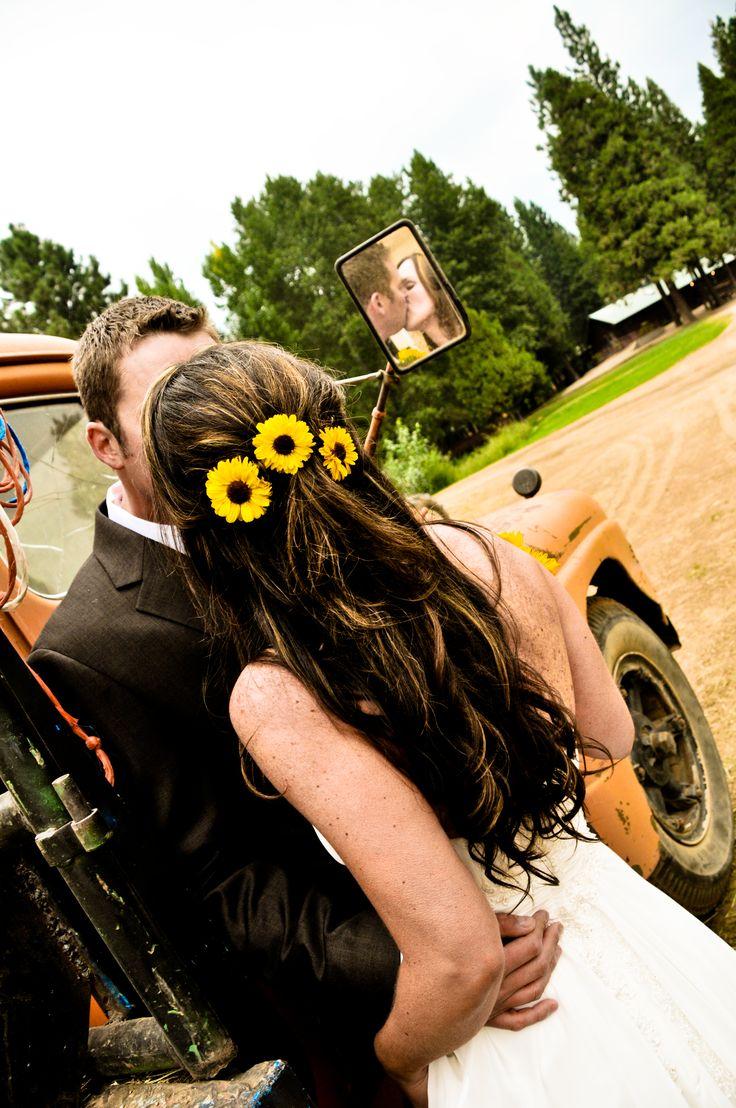 Country Wedding at http://www.greenhornranch.com/.......SUNFLOWERSSSSSS