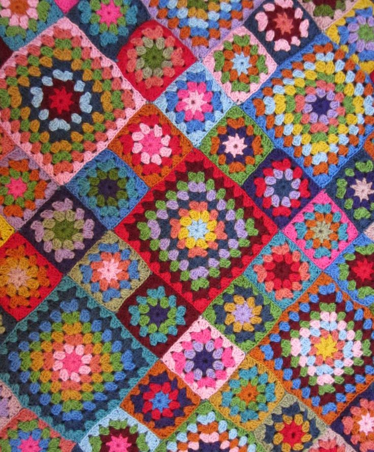 Wow should I be flattered that another website has pinched my photo and not linked to me?? I just did a total double take when I recognised my first granny square blanket!