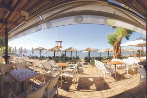 """Ένα από τα πλέον δημοφιλή Beach Bar της Ανατολικής Αττικής, το Macambo,  και η Ομάδα """"Support Your Local Djs"""" έχουν οργανώσει για την ερχόμενη Κυριακή, 12 Αυγούστου 2012 – από τις 4 το απόγευμα έως και τις 10 το βράδυ -  ένα εκρηκτικό μουσικό εξάωρο στην παραλία Αρτέμιδος.    Δύο κορυφαίοι Έλληνες dj και παραγωγοί, ο George Siras του Cavo Paradiso και ο Mikele ανεβαίνουν στα decks για να απογειώσουν το κέφι και τη διάθεσή σας στα ύψη!"""