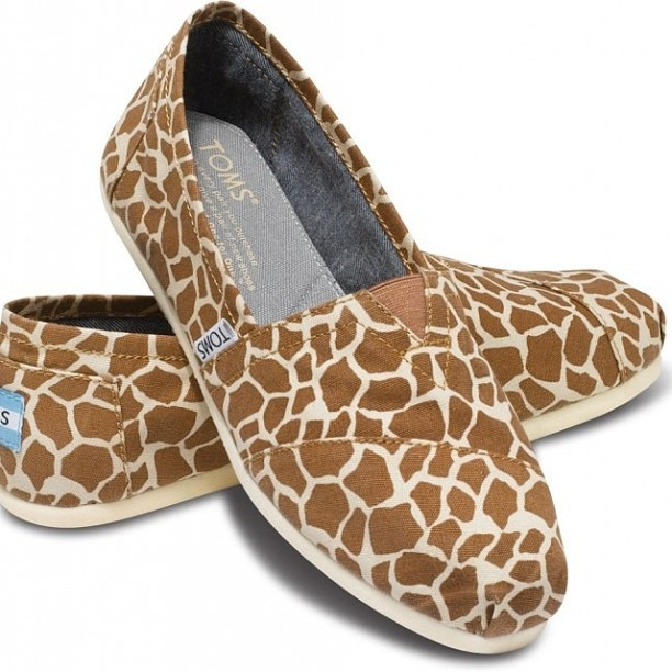 Giraffe Print -- I MUST have these!!!!