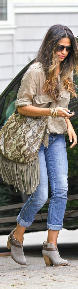 MUXO handbag by Camila Alves