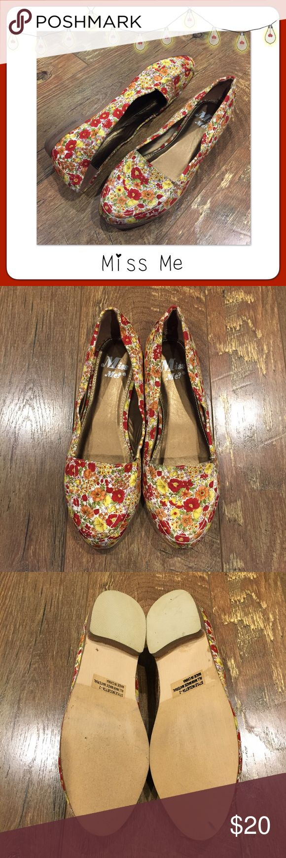 ⚫ BOGO 1/2 OFF Miss Me Floral Fabric Flats 🛍BOGO 1/2 OFF🛍 Fabulous, floral fabric flats! Barely worn and look great with pants or a skirt/dress Brand: Miss Me Size: 6 Miss Me Shoes Flats & Loafers