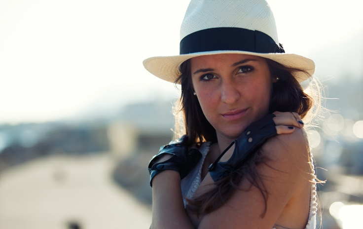 White straw panama hat and super sofr fingerless gloves.. A super cool outfit!