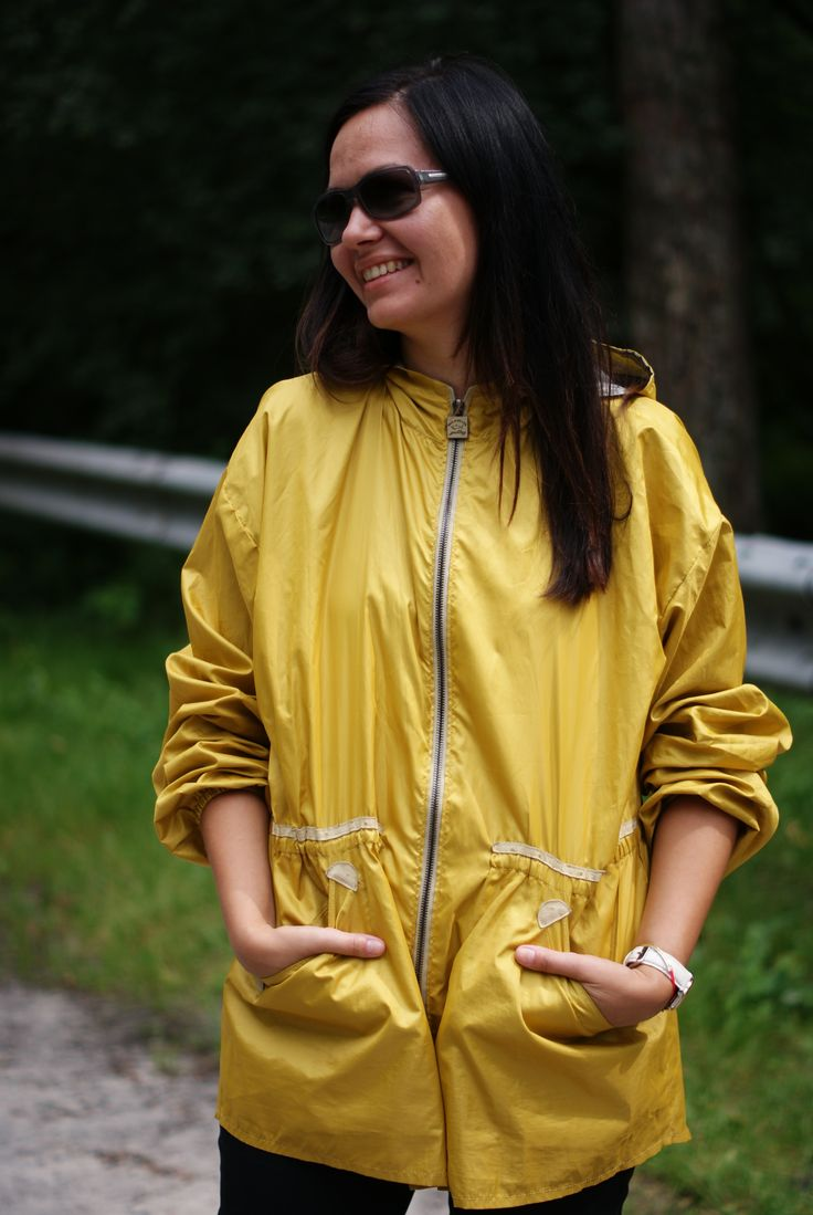 Пора выбирать яркую ветровку для дождливой погоды! Желтая ветровка с серебристым напылением внутри выполнена из непродуваемой плащевки. Отделка из натуральной кожи дополняет обычный фасон, делая куртку более изысканной. Практично и модно! В наличии желтая, зеленая и синяя плащевка! Заказывайте индивидуальный пошив! #ветровка#дождевик#стильнаяветровка#casual#casualclothing#clothes#dress#showroom#design#buy#shopping#model#fashiontrend#musthave#nklook#Киев#Украина#madeinukraine#куртка