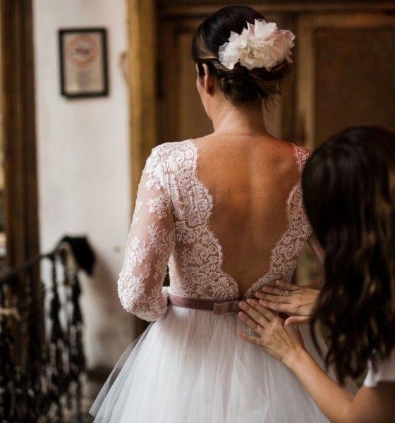Valódi esküvő a budapesti Brody Studios-ban, Daalarna ruhában