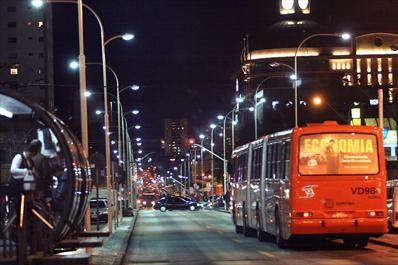 Iluminação da Av. Sete de Setembro reforça segurança na região - Álbum - Prefeitura de Curitiba. Foto: Luiz Costa/SMCS. Vista do Shopping Estação.