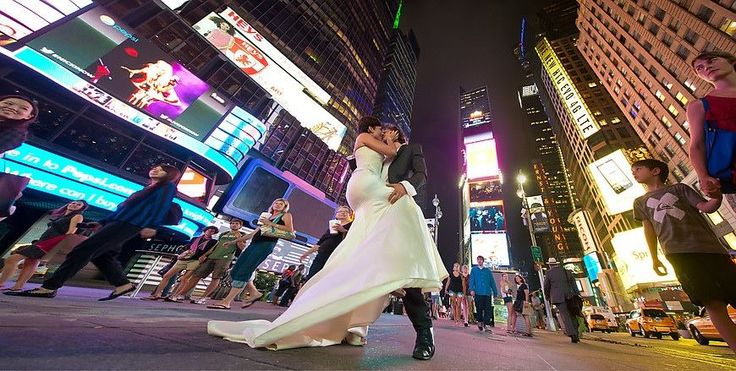 New York is exciting, sexy and interesting as our new collection will be. (Wedding dress: Daalarna Couture, Photo: theweddingphotographer.pro)