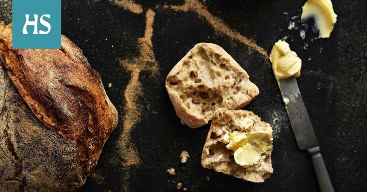 Vaalea leipä saa ryhtiä ruisjuuresta. Tämän ohjeen avulla voit leipoa kaksi isoa leipää tai satsin sämpylöitä.