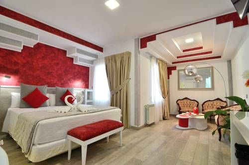 Hostal Alexis Madrid Madrid Hostal Alexis Madrid is located in central Madrid, next to Plaza Santa Ana and just 300 metres from Puerta del Sol. It offers modern, air-conditioned rooms with free Wi-Fi.  The rooms at Hostal Alexis Madrid feature white and pink d?cor.