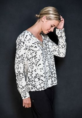 The 'Phoebe' #Blouse is a #feminine pick for the colder seasons. This loose #style has a long, slightly boxy #silhouette and is detailed with a row of buttons along the front – wear them undone for a relaxed feel. Available in Leo-Crème, Zick Zack and Black Stripes   $89.90 AUD  #buddhawear #ethicalfashion #womenswear
