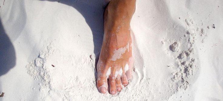 Dagelijks 10 minuten op blote voeten lopen heeft een enorm positief effect op onze gezondheid. Ons voeten hebben bijna nooit nog rechtstreeks contact met de aarde. We stammen nochtans af van vooroudersdie elke dag blootvoets leefden. In die tijd waren er nog geen schoenen of gelijkaardige zaken die bescherming boden aan de voet. Vandaag kunnen