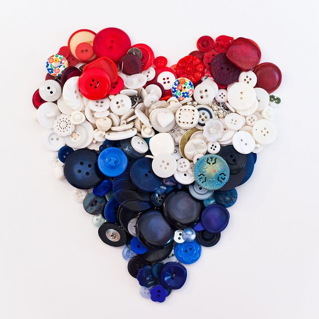 love this button heartIdeas, American Heart Decor, Patriots Buttons, Heart Shape, Buttons Art, Red White Blue Crafts, Blue Heart, Blue Buttons, Buttons Heart