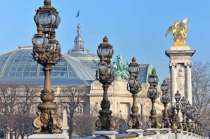 Le Grand Palais depuis le pont Alexandre III à Paris #Paris