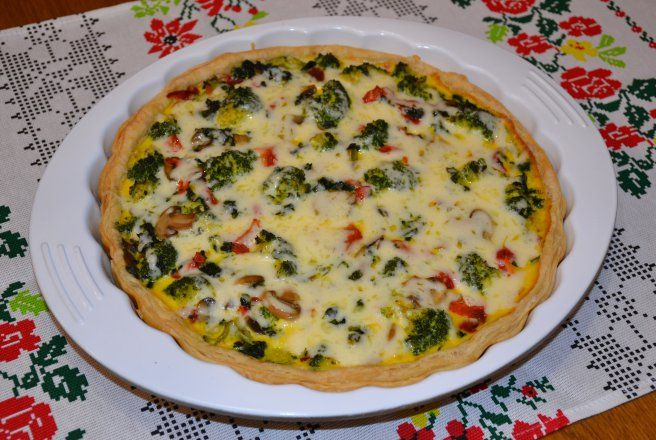 Tarta cu broccoli, ardei si ciuperci