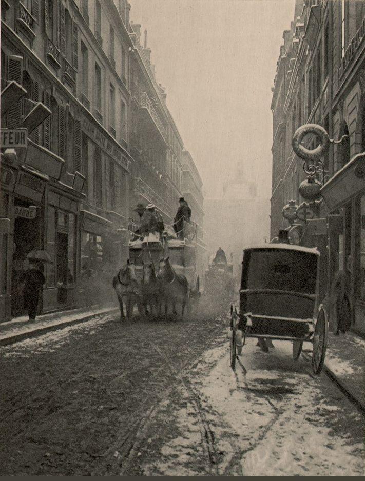 La rue de Richelieu pendant l'hiver de 1904. Une photo de Paul Schulz - Paris 1900