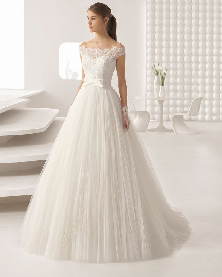 Princess-style beaded lace and soft tulle wedding dress with bateau neckline and full skirt. 2018 Rosa Clará Collection.
