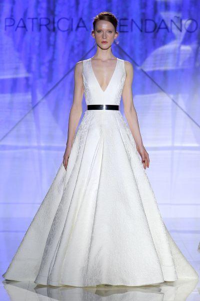 Vestidos de novia para mujeres con mucho pecho 2017: Diseños que te harán lucir fantástica Image: 36