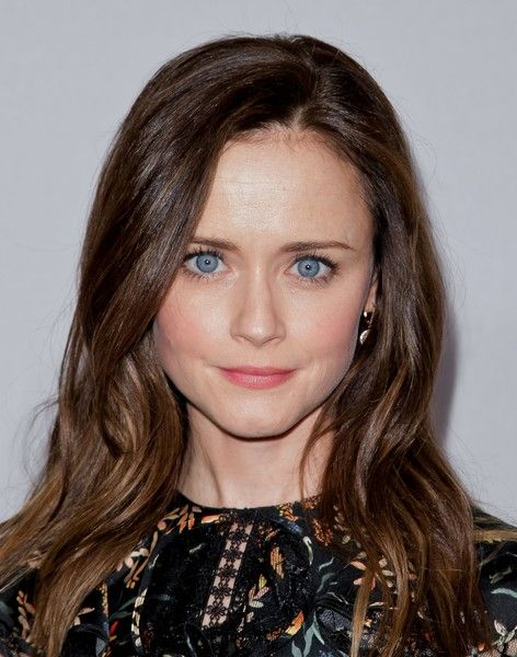 Alexis Bledel Long Wavy Cut - Alexis Bledel looked pretty with her long wavy hairstyle at the 2017 Hulu TCA Winter Press Tour.