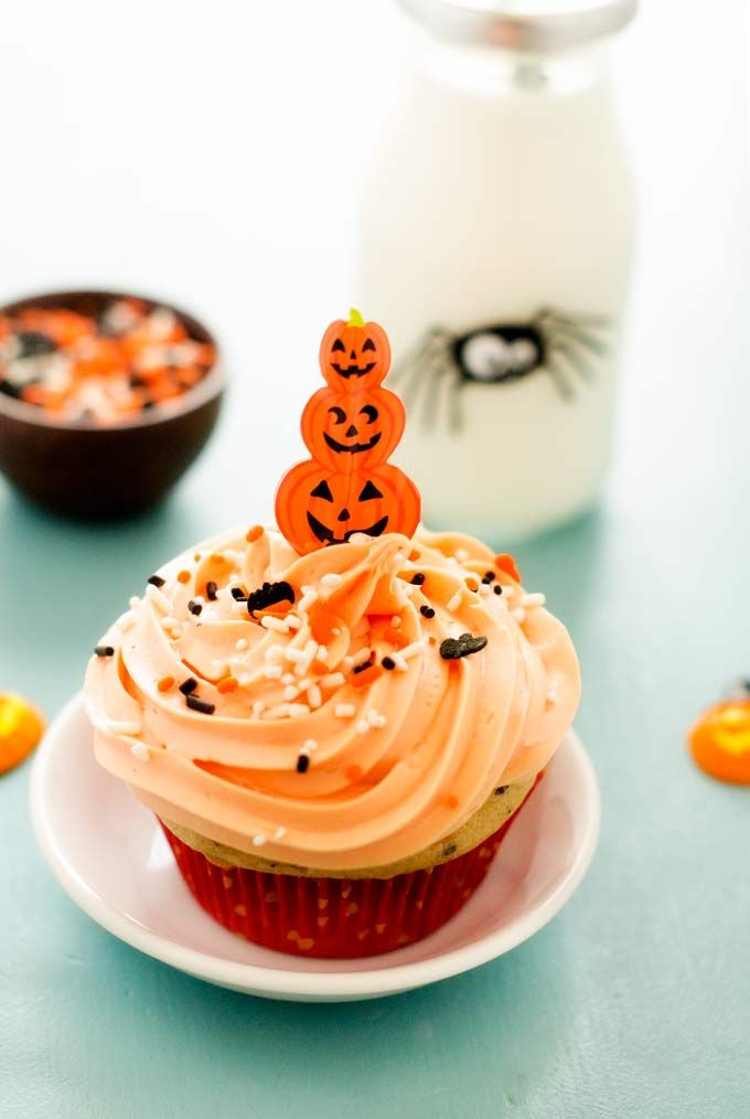 These easy Halloween Cupcakes are perfect for baking with your kids! With just 5 simple ingredients, even the most inexperienced baker can enjoy!