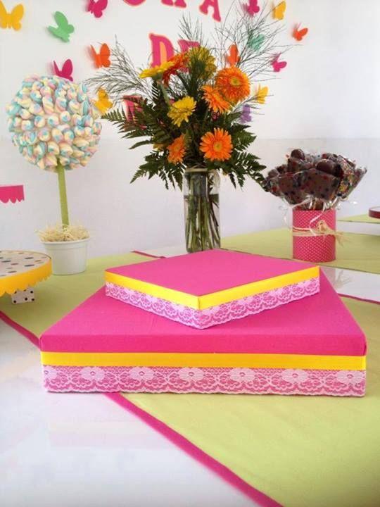 bandeja de doces com caixa de papelão