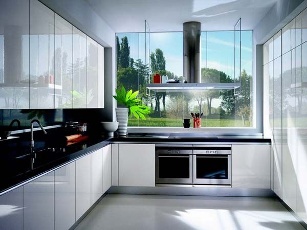 I love these modern, glossy kitchens.  It seems EXTRA clean.  If this included a shimmery, multicolored backsplash it would be perfection.