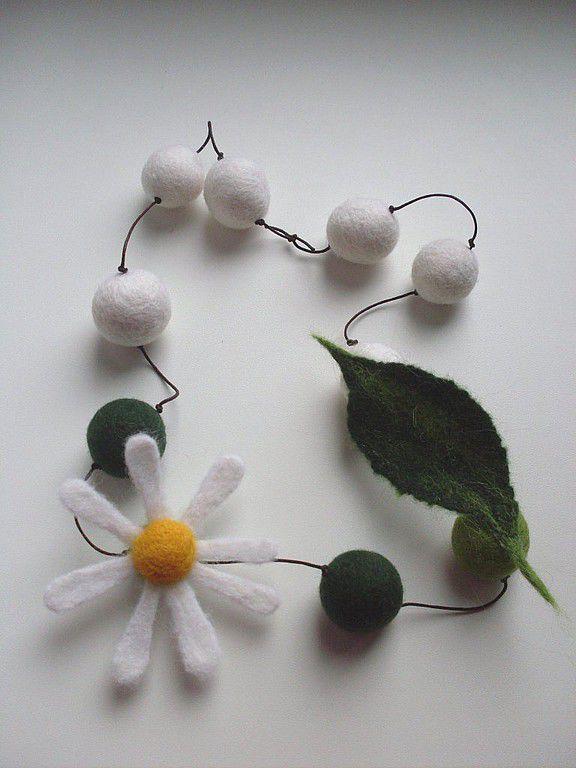 """Купить Бусы """"Ромашка"""" - ромашка, ромашка из войлока, кольцо с ромашкой, бусы с ромашкой, цветы из войлока"""