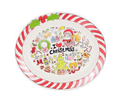 KERSTSCHAAL Deze gezellige aardewerk kerstschaal is ideaal om hapjes, taartjes of wellicht de kalkoen op te serveren tijdens de feestdagen. •Materiaal: aardewerk •Afmeting: 32x38 cm. •Vaatwasmachinebestendig € 34,95