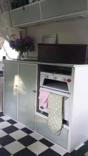 "Original Cooker in ""Twiggy"" The Vintage Caravan www.foreverhair.org"