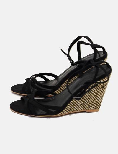Sandalias negras tiras tacón cuña Zara