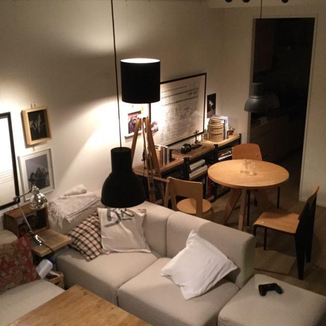 piyohopさんの、部屋全体,ソファー,無印良品,照明,ポスター,IKEA,ソファ,プルーヴェ,ライティング,男前,のお部屋写真