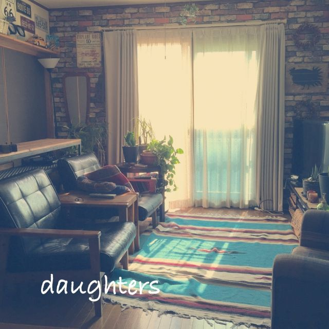 女性で、、家族住まいのソファ/サイドテーブルDIY/IKEA/照明/DIY/キャンドル…などについてのインテリア実例を紹介。「おはようございます。 今日もいい天気♪( ´▽`)」(この写真は 2015-10-07 05:36:56 に共有されました)