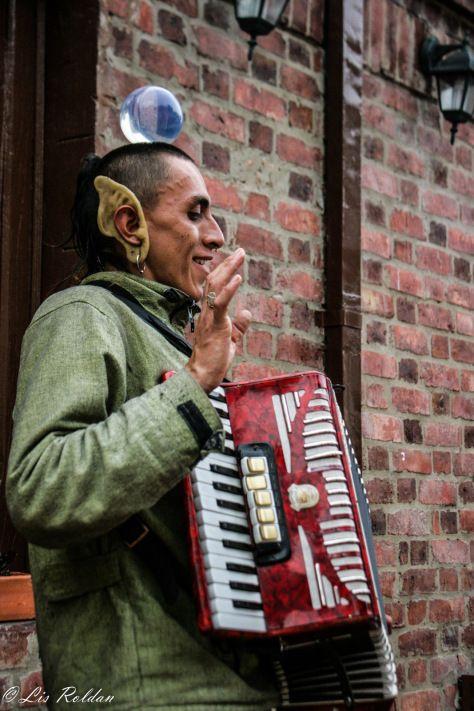 Malabarista y artista callejero, Usaquén, Bogotá, Colombia