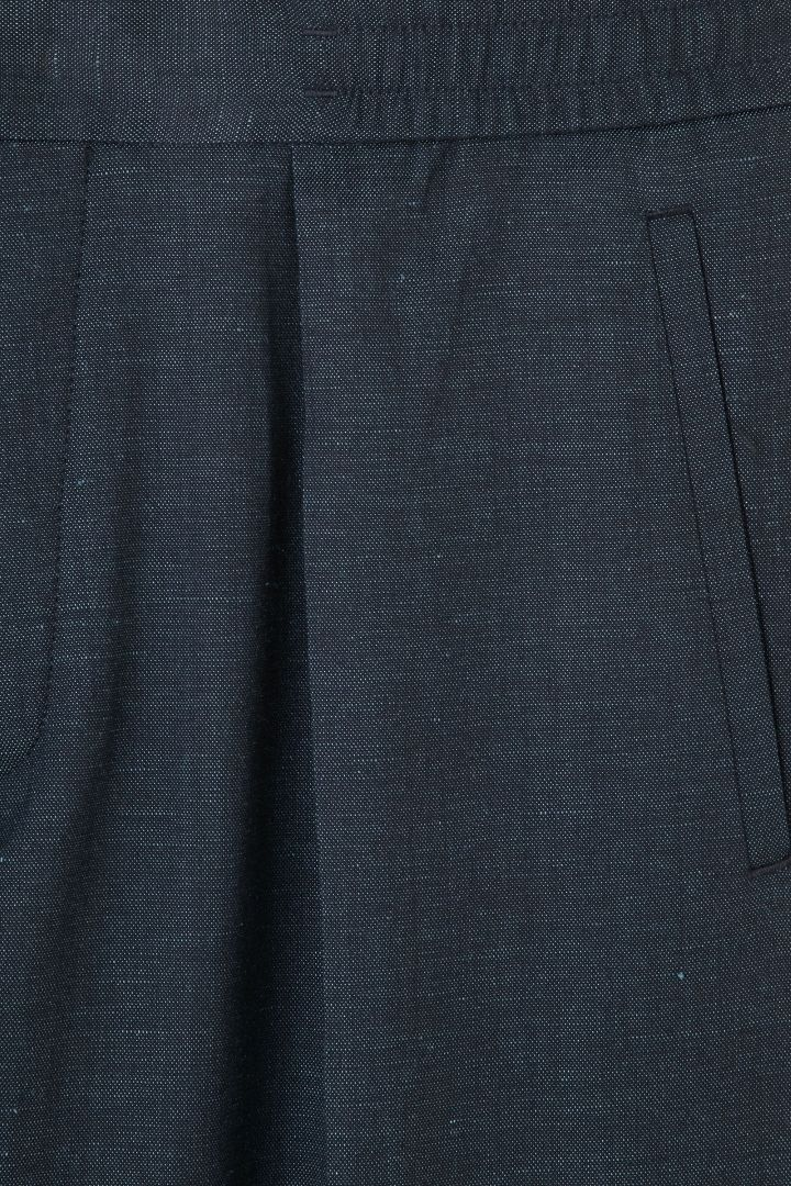 COS Relaxed turn-up trousers waist bartack details / postition