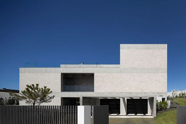 The Extraordinary Modern Concrete House ~ http://modtopiastudio.com/the-extraordinary-modern-concrete-house/