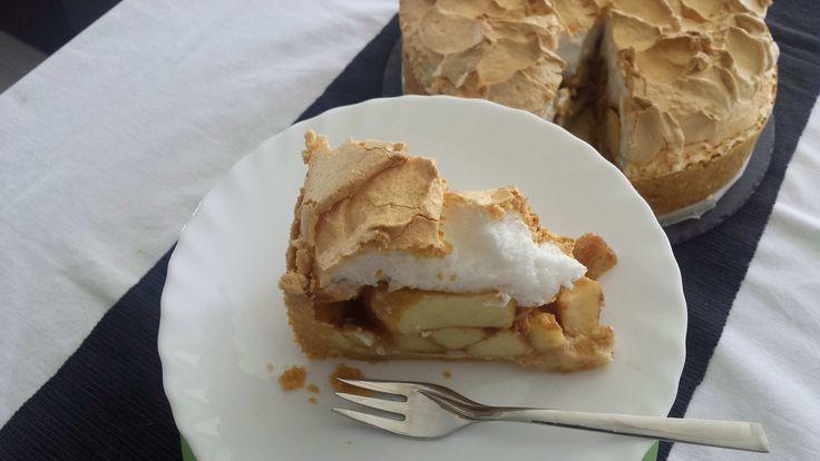 Kruchy spód, pieczone z cynamonem jabłka i chrupiąca beza