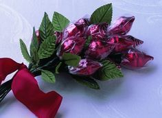TUTORIAL - Chocolate Kiss Roses -  great teacher/friend valentine chocolate kiss roses... super fun and easy!!!