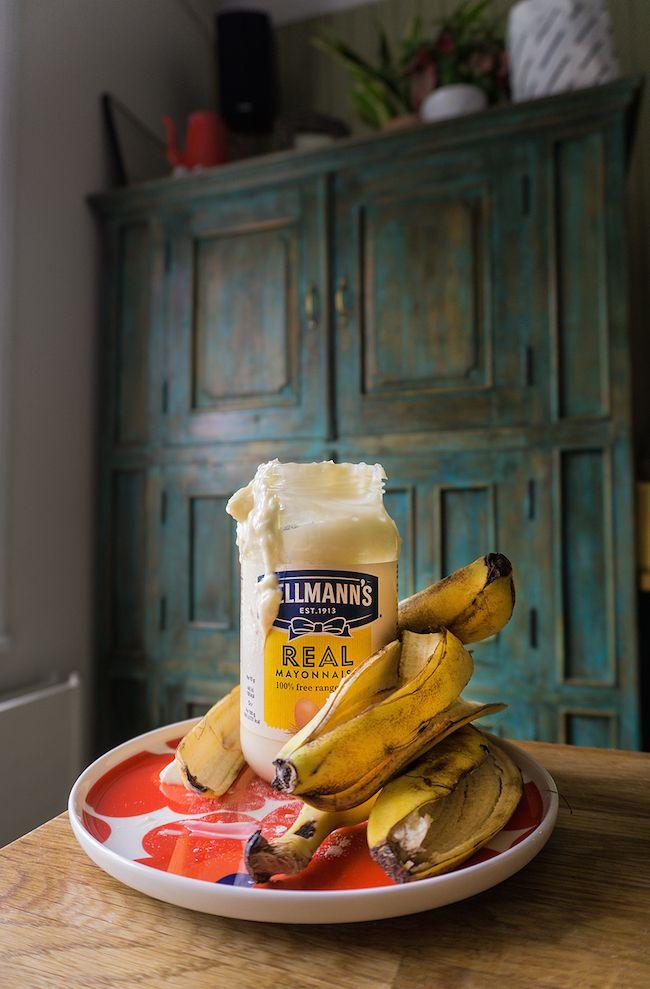 Banaanileipä majoneesilla 3 pehmeää banaania Reilu 1 dl majoneesia 1 muna 3 1/2 dl jauhoja 1 tl ruokasoodaa 1/2 tl suolaa 2 dl sokeria 1. Muusaa banaanit vaikka haarukalla. 2. Sekoita kuivat aineet keskenään. 3. Sekoita majoneesi ja muna muusattuihin banaaneihin. 4. Kääntele majo-muna-banaaniseokseen kuivat aineet. Taikina on todella tahmeaa. Sekoita mahdollisimman vähän.  5. Laita uunivuokaan.  6. Paista uunissa 175 asteessa reilu tunti.