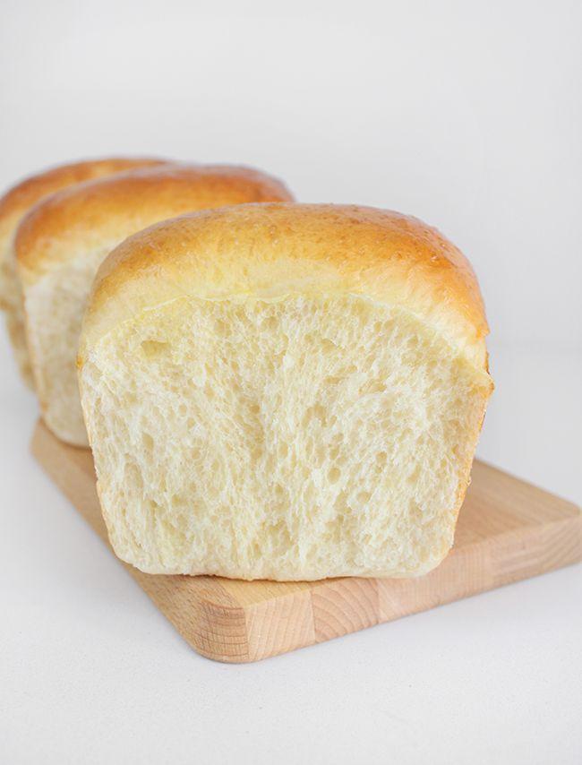 Esta semana estaba inspirada y se me cruzó en mi camino este pan de leche japonés, estaba claro que no me iba a resistir, bueno, en realid...