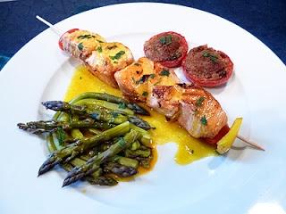 Brochettes de saumon sauce safran sur Plancha. Un délice de Chantal
