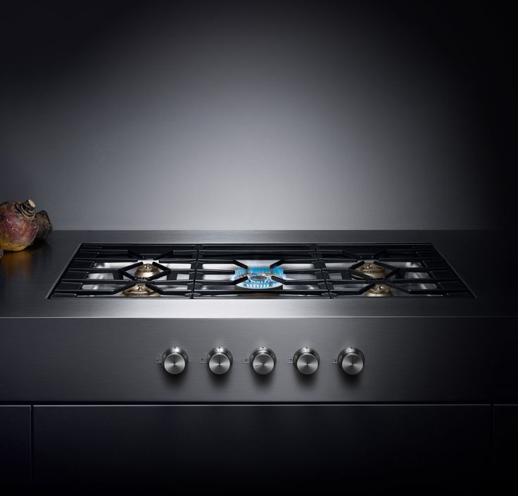 Gaggenau CG 492 gas cooktop. level with worktop surface, knob on the side. 1000 x 596