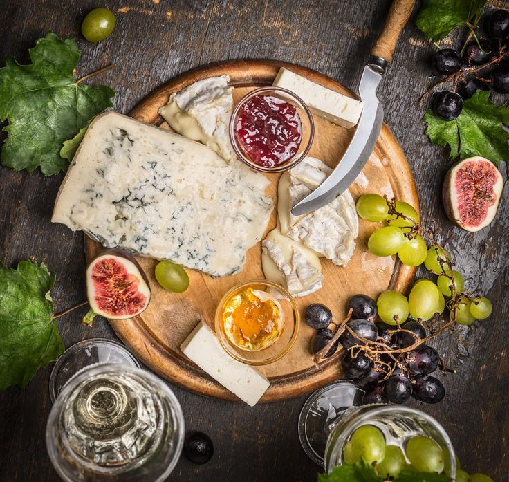 Another cheese and wine pairing! Yes, we do love cheeses besides cheddar! Today we're pairing Moscato d'Asti with some blue, and Prosecco with Brie and drooling...