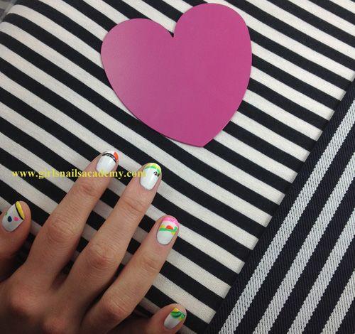 Gangnam Nails style, N°-990,      vernis blanc,     fluo,     rose,     vert,     orange,     jaune,     noir