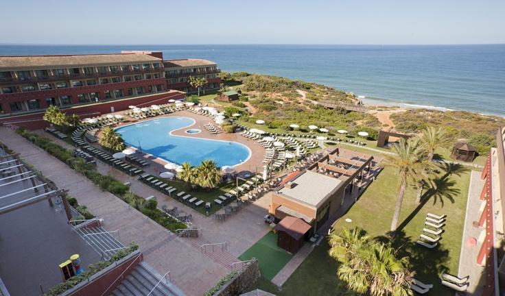 Disfruta de uno de los mejores #Hoteles de la #costa #Cádiz. http://www.ilunioncalasdeconil.com/servicios.htm