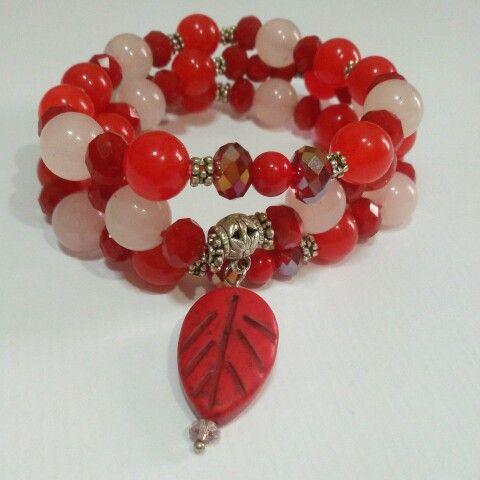 Red bracelet Gelang merah oleh d'Royal Blue. Kristal ceko, batu aventurine dll.