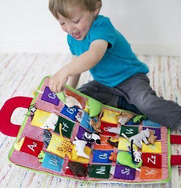 Libro maletín de tela para aprender el abecedario jugando