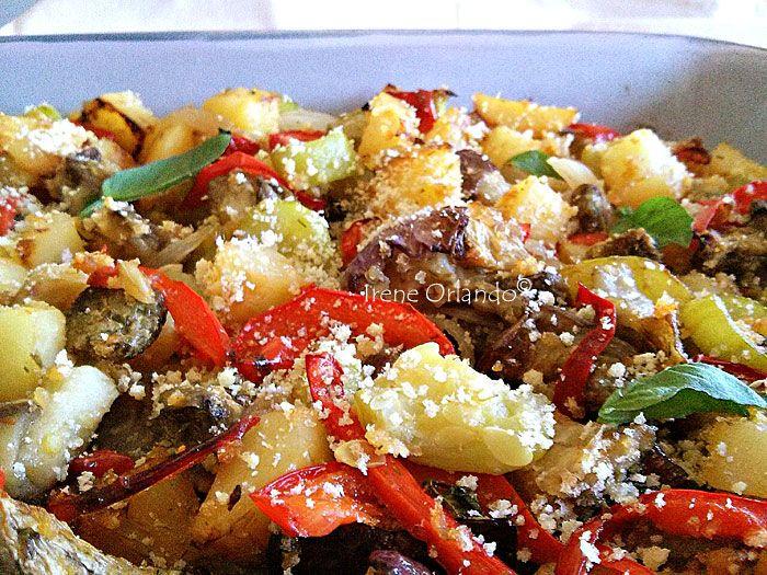 Ricetta del Canazzo Infornato, piatto tipico siciliano che contiene, peperoni, melanzane, zucchine, cipolle e altri vegetali. http://www.iocucinoamodomio.it/canazzo-siciliano-infornato/