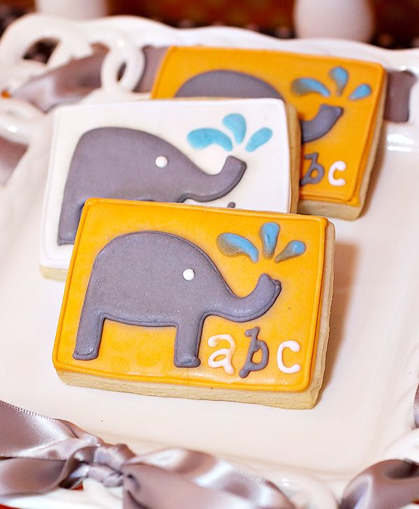 Elephants cookies for baby showers OR a birthday party for elephant lovers like myself - hehehe :)