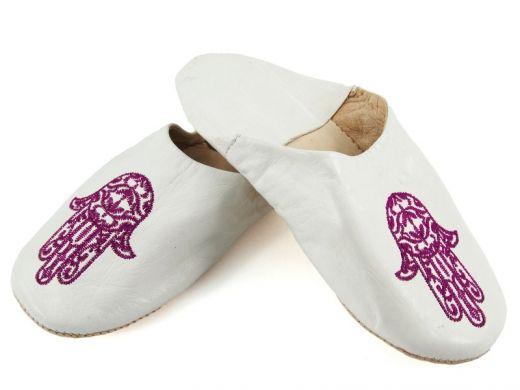 Białe marokańskie babusze White Moroccan slippers http://www.etnobazar.pl/search/ca:babusze?limit=128