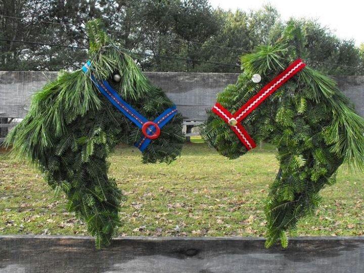 Horse wreaths: Hors Head, Horses Head, Horse Head, Horses Wreaths, Holidays Ideas, Head Wreaths, Christmas Ideas, Holidays Wreaths, Crafts